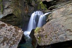Aberdulais Tin Works Waterfalls och dammbyggnad Arkivfoton