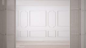 Abertura branca da porta de dobradura no espaço vazio clássico com moldes do estuque e assoalho de parquet, design de interiores  imagem de stock