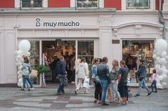 Abertura da primeira loja da corrente espanhola do mucho da compra em França Fotografia de Stock Royalty Free