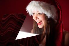 Abertura da senhorita Santa o presente! fotos de stock royalty free