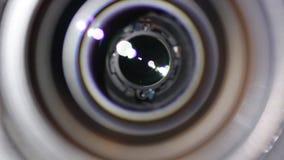 A abertura de objetiva abre e fecha-se closeup video estoque
