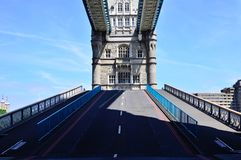 Abertura del puente de la torre Foto de archivo libre de regalías