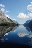 Abertura do diabo no lago Minnewanka, Banff, Canadá imagens de stock