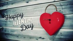 Abertura dominante una cerradura del corazón con el mensaje de las tarjetas del día de San Valentín
