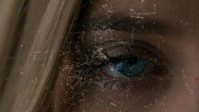 Abertura femenina adulta del ojo