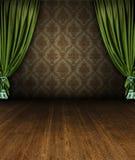 Abertura verde de la etapa de la cortina en un interior del vintage imagen de archivo libre de regalías