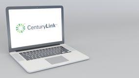 Abertura y ordenador portátil de cierre con el logotipo de CenturyLink animación del editorial 4K ilustración del vector