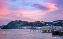 Aberystwyth en la puesta del sol imagenes de archivo