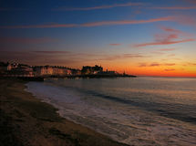 Aberystwyth sjösida och strand på solnedgången Arkivfoton