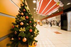 Abeto cubierto por los ornamentos de la Christmas en almacén Imagen de archivo libre de regalías