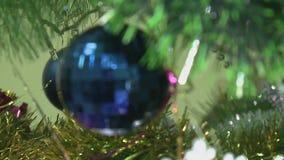 Abeto de la Navidad adornado almacen de video