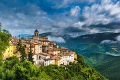 Abeto liten stad i Umbria, Italien Fotografering för Bildbyråer