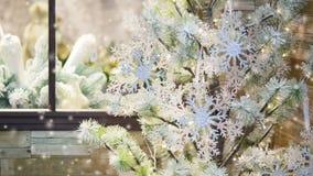 Abeto nevado decorativo adornado stock de ilustración