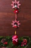 Abeto vermelho da decoração do Natal com uma vela Imagens de Stock Royalty Free