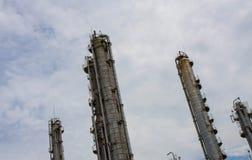 Abfackeln in der Raffinerie-Rohrlinie stockfotos