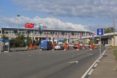 Abfahrt vom Gebiet des Sochi-Flughafens, Adler, Krasnodar-Region, Russland Lizenzfreie Stockfotos
