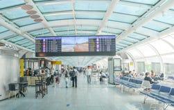 Abfahrtaufenthaltsraum bei Rio de Janeiro, Brasilien-` s Santos Dumont Airport Instandhaltungsinlandflüge stockfoto