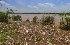 Abfallüberschwemmung in Laos stockfotografie