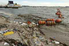Abfall auf dem Strand Stockfoto