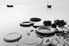 Abfall auf dem Strand Stockbild