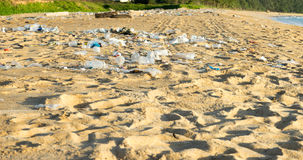 Abfall auf dem Strand Lizenzfreie Stockbilder