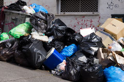 Abfall in den Straßen Lizenzfreies Stockfoto