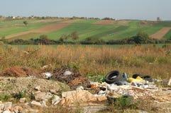 Abfall in der Landschaft Stockfoto