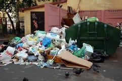 Abfall in der Mitte von St Petersburg, Russland Stockbild