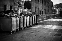 Abfall in der Straße Stockfotografie