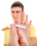 Abfall des jungen Mannes eine Zigarette Stockfotos