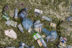 Abfall in Doha-Bucht Stockbilder