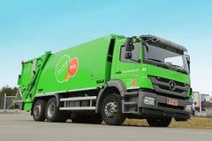 Abfall-LKW Mercedes-Benz Axors 2533 Lizenzfreies Stockfoto