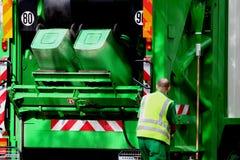 Abfall-LKW und -arbeitskraft Stockbild