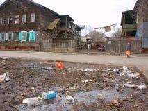 Abfall nahe Haus Stockbild