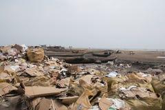 Abfall am Strand in Accra, Ghana Lizenzfreie Stockbilder
