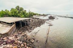 Abfall und Abfälle auf dem Strand Lizenzfreie Stockfotos