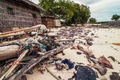 Abfall und Abfälle auf dem Strand Stockbild