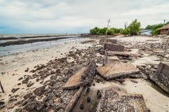 Abfall und Abfälle auf dem Strand Lizenzfreie Stockfotografie