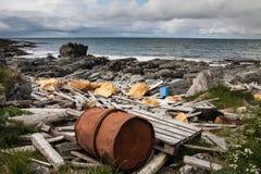 Abfall und Abfälle auf dem Strand von Atlantik Stockbilder