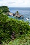 Abfall zu Atuh-Strand, Nusa Penida Bali, Indonesien Lizenzfreie Stockfotos
