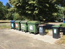 Abfallbehälter für Wertstoffe, organische Produkte und Papier lizenzfreies stockfoto