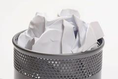 Abfalleimer voll Papiere stockbilder
