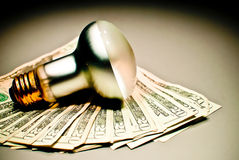 Abfallenergie und Geld stockfotografie