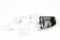 Abfallstauraum mit Papierabfall lizenzfreie stockfotos