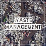 Abfallwirtschaft wiederverwertung Ansichtmüllgrubenvogel ` Saugenansicht land Stockbild