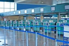 Abfertigungsbereich im Flughafen Stockfotos