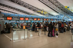 Abfertigungsschalter an internationalem Flughafen Kansais KIX, Osaka, Japan Stockbild