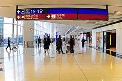 Abflughalle internationalen Flughafens Hongs Kong Stockbild
