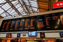 Abflugvorstand in der London-Bahnstation Lizenzfreies Stockbild