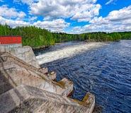 Abflusskanal des Wasserkraftwerks Stockfoto